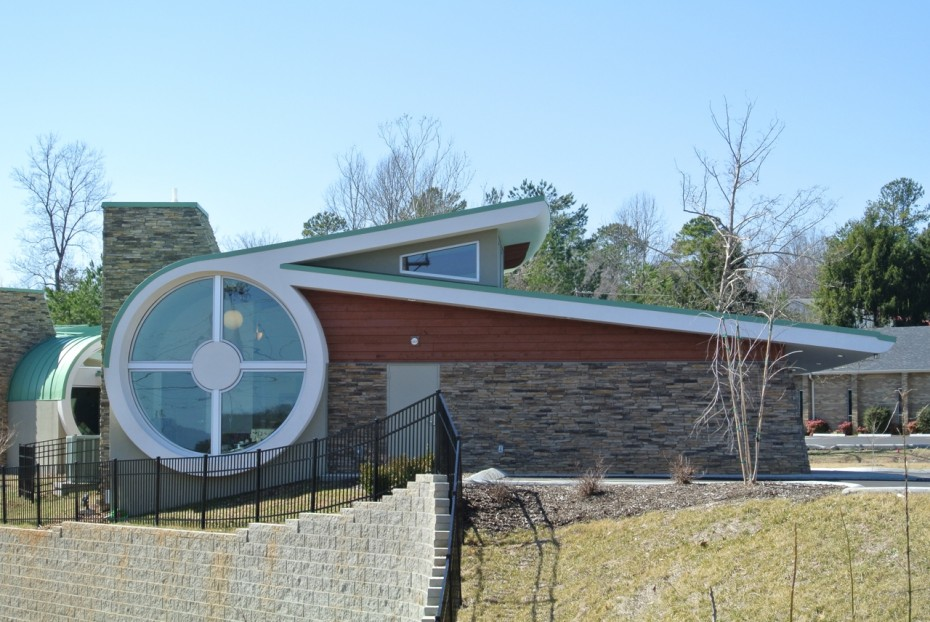 Modern medical office in Dickson, Tennessee by Ryan Thewes Architect